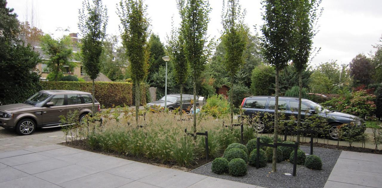 Aanleg moderne achtertuin met buitenkamer i martin veltkamp tuinen - Te dekken moderne tuin ...