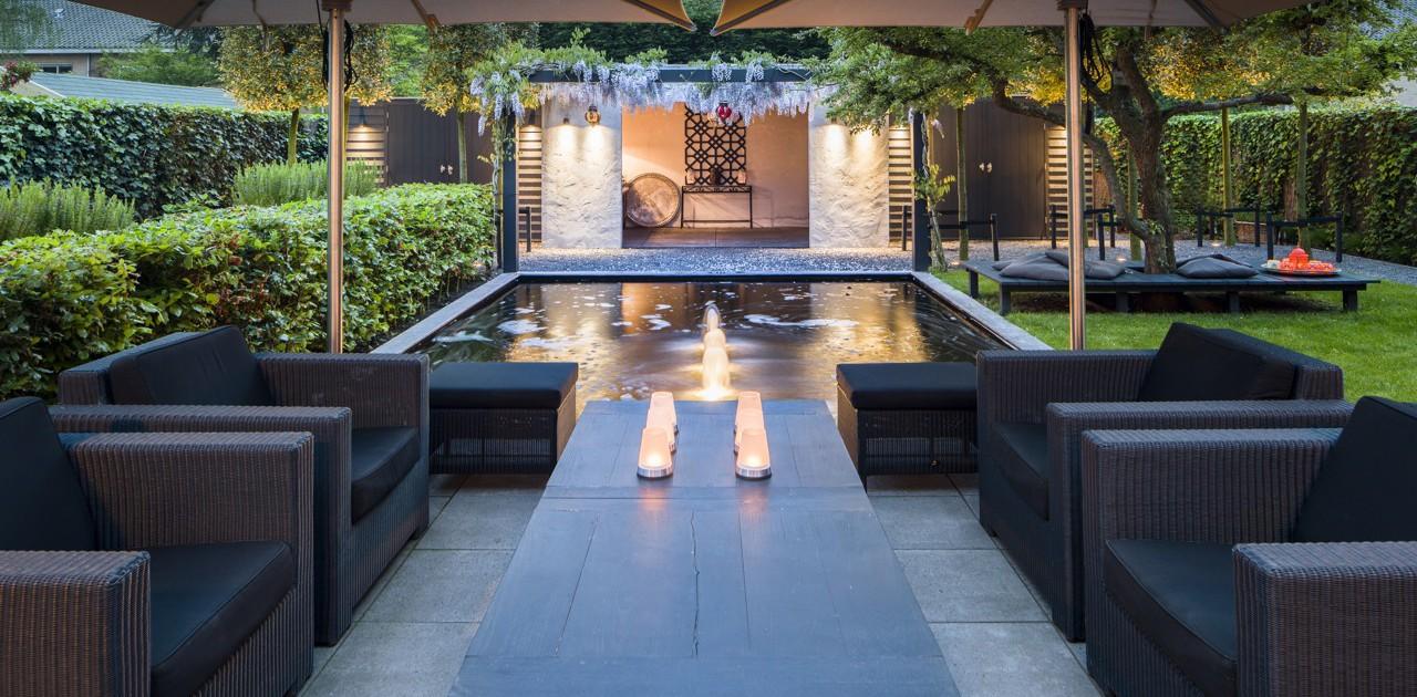 Exclusieve tuin met buitenkamer i martin veltkamp tuinen for Tuin modern design