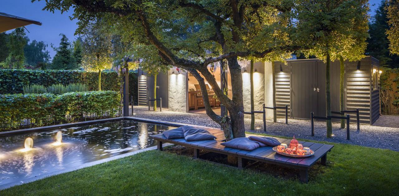 Exclusieve tuin met buitenkamer i martin veltkamp tuinen - Landscaping modern huis ...