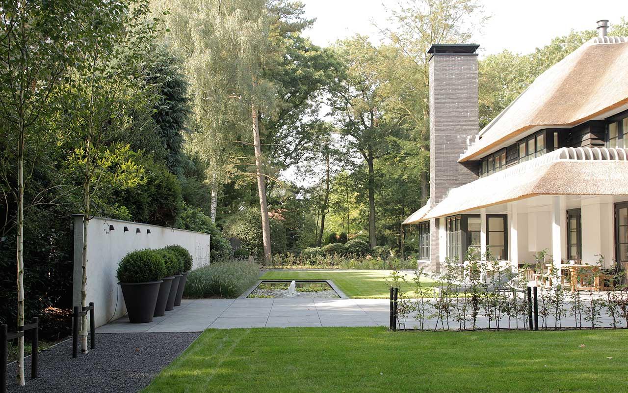 Moderne villa tuin in zeist i martin veltkamp tuinen for Grote villa