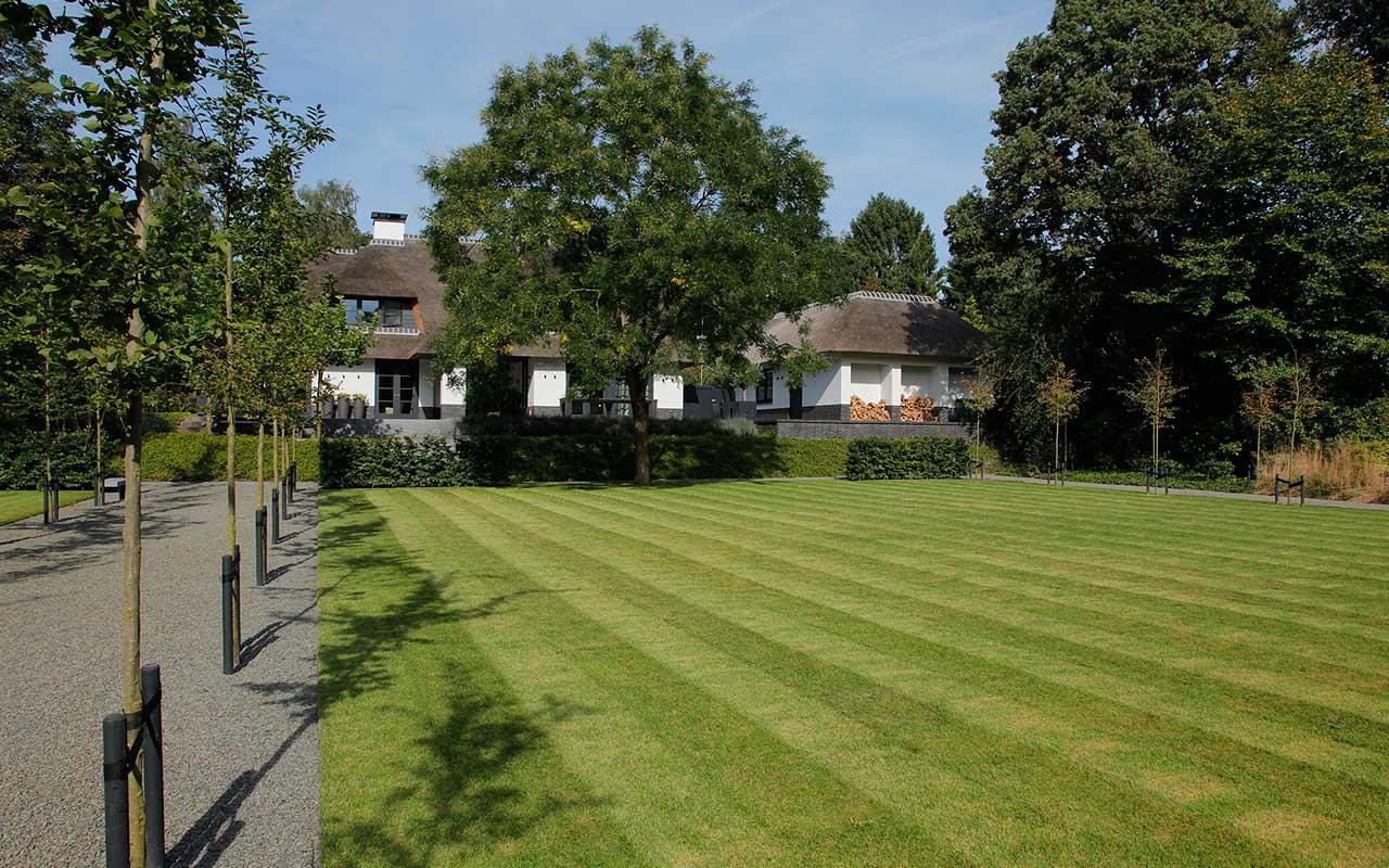 Ruimte in tuinen uitgelegd door tuinontwerper martin veltkamp - Balans fermob ...